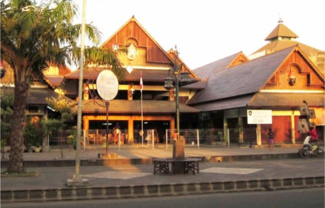 HTC-wisata solo-Menjelajah Keantikan Pasar Triwindu Kota Solo
