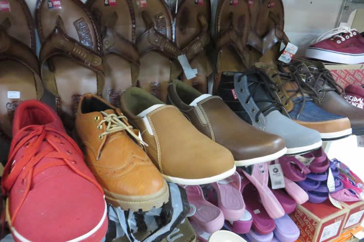 Koleksi Sepatu dan Sandal Terkini Dewi Mulyo