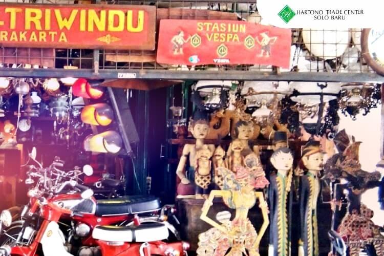 HTC_-_ilustrasi_artikel-maret-Ingin_Berburu_Barang_Kuno_dan_Antik,_Pasar_Triwindu_Tempatnya