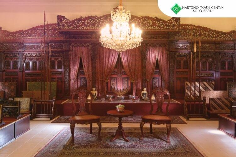 HTC_-_ilustrasi_artikel-maret-Menikmati_Keindahan_Aneka_Rupa_Batik_di_Museum_Batik_Danar_Hadi